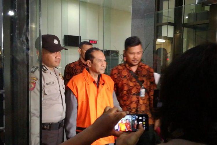 Salah satu tersangka hakim kasus dugaan suap kepengurusan perkara di PN Jakarta Selatan, Iswahyu Widodo usai ditetapkan sebagai tersangka oleh KPK, Rabu (28/11/2018) malam.