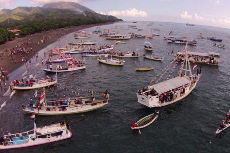 Parade Kebangsaan di Kota Ende, Flores, Nusa Tenggara Timur, Senin (1/6/2015), digelar dalam rangka memperingati Hari Lahir Pancasila 1 Juni.