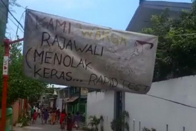 Banyak warga yang menolak dilakukan rapid test hingga memasang spanduk di depan lorong masing-masing di berbagai wilayah di Kota Makassar,