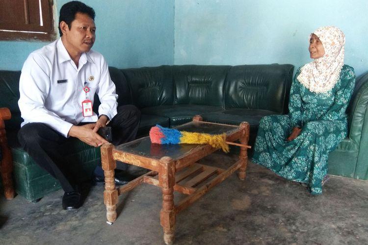 Kepala Dinas Pendidikan Kabupaten Magetan Suwoto yang langsung mendatangi rumah siswa kecanduan game online. Demi bermain game online siswa AD  membolos hingga 4 bulan.