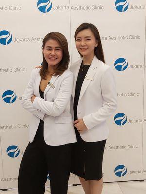 Dr.Olivia Aldisa (kiri) dan dr.Deviana Darmawan dari Jakarta Aesthetic Clinic.