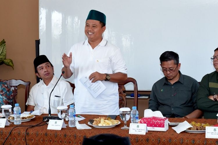Wagub Jabar saat melakukan pertemuan dengan Kelompok Tani dan Penyuluh Pertanian Lapangan (PPL) di Satuan Pelayanan Balai Benih Hortikultura Cikadu, Cianjur, Jumat (20/9/19)