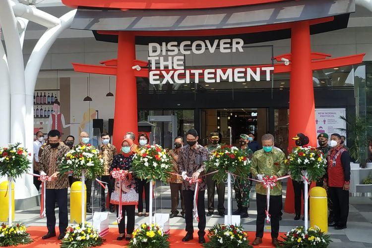 Peresmian pembukaan (Grand Launching) AEON Mall Sentul City oleh Bupati Bogor Ade Yasin, di Babakan Madang Kabupaten Bogor, Jawa Barat, Rabu (11/11/2020).