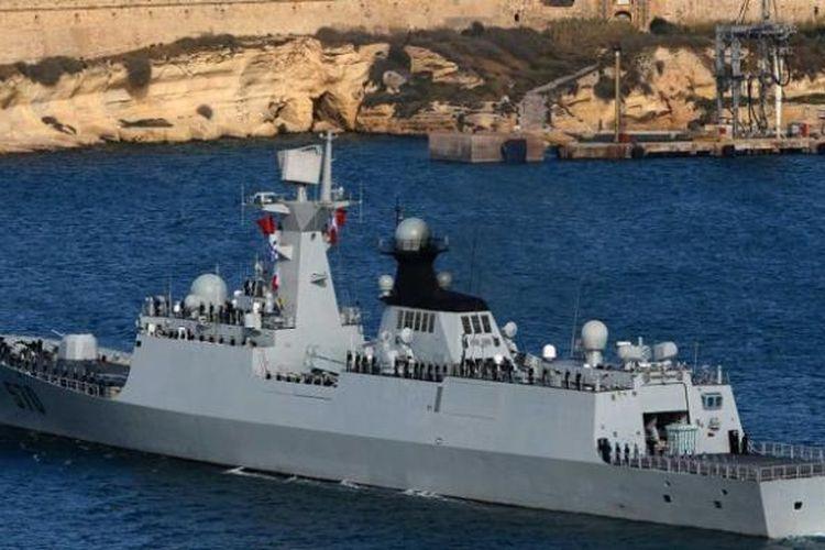 Salah satu kapal angkatan laut China