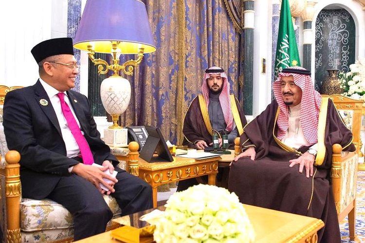 Ketua MPR Bambang Soesatyo dan Raja Arab Saudi Salman bin Abdulaziz al-Saud, di Istana Kerajaan Yamamah Riyadh Arab Saudi, Senin (23/12/2019).