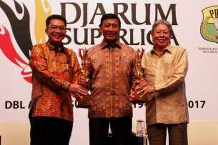 Achmad Budiharto, Direktur Djarum Superliga Badminton 2017, Ketua Umum PP PBSI Wiranto dan Yan Haryadi Susanto, Direktur PT. Djarum.