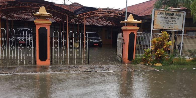 Kantor Kpu Pamekasan Terendam Banjir Kotak Suara Aman