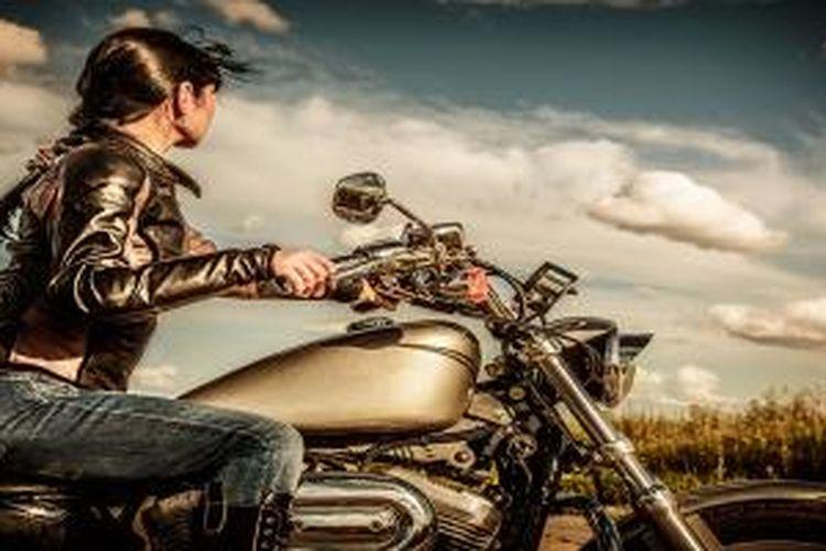 Ilustrasi wanita pengendara motor