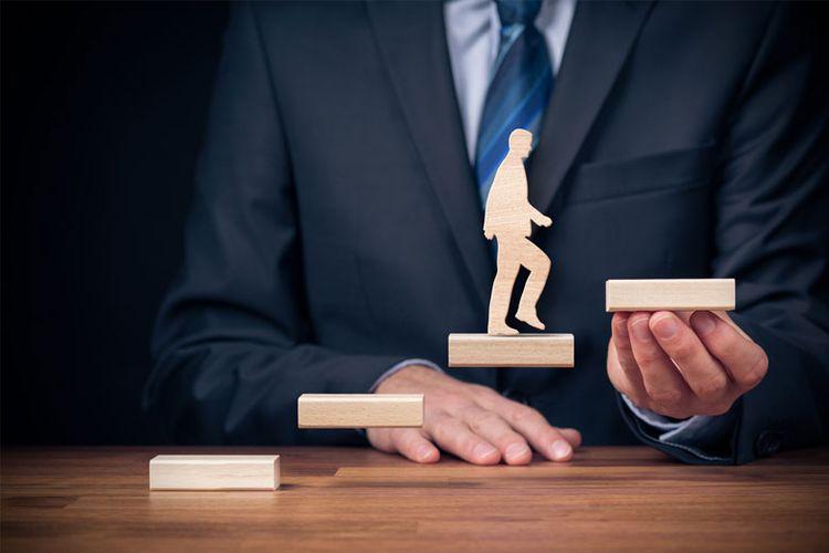 Ilustrasi pengembangan kemampuan dan karier karyawan.