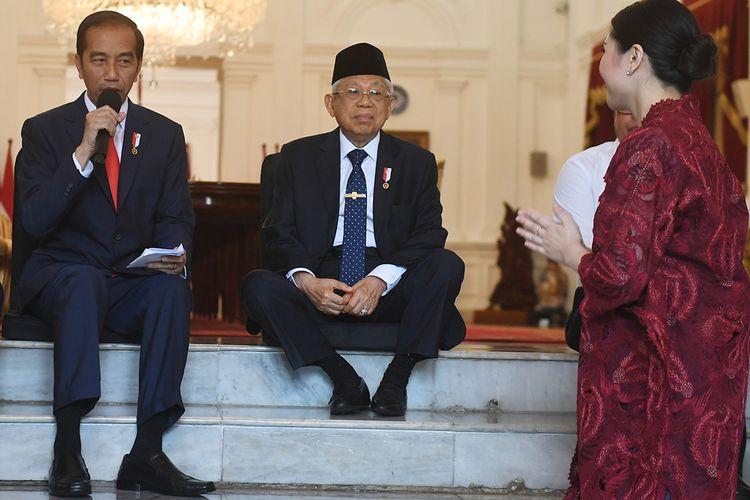 Presiden Joko Widodo (kiri) didampingi Wakil Presiden Maruf Amin (tengah) memperkenalkan calon-calon wakil menteri Kabinet Indonesia Maju sebelum acara pelantikan di Istana Merdeka, Jakarta, Jumat (25/10/2019). Presiden memperkenalkan 12 orang sebagai wakil menteri yang akan membantu kinerja Kabinet Indonesia Maju.