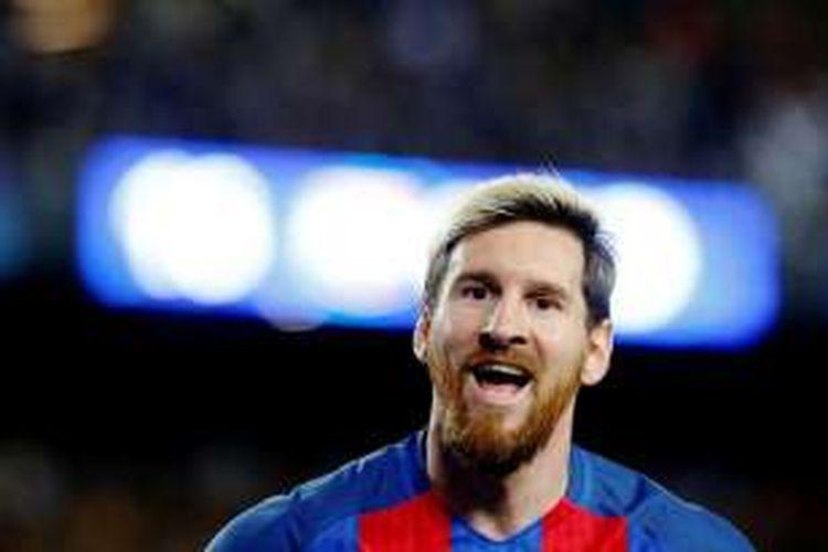 Penyerang Barcelona, Lionel Messi, merayakan gol yang diciptakannya ke gawang Manchester City dalam pertandingan penyisihan grup Liga Champions di Stadion Camp Nou, Rabu (19/10/2016) atau Kamis dini hari WIB.