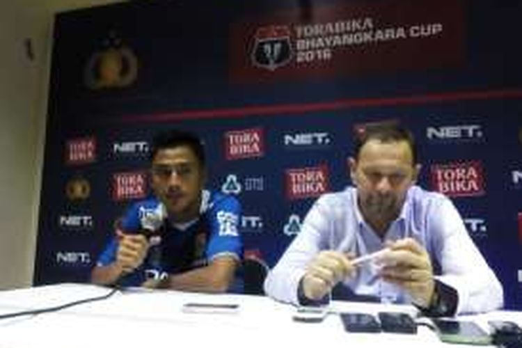 Penyerang Persib Bandung Samsul Arif saat ditemui usai pertandingan Persib kontra PS TNI di Stadion Si Jalak Harupat, Kabupaten Bandung, Kamis (24/3/2016)