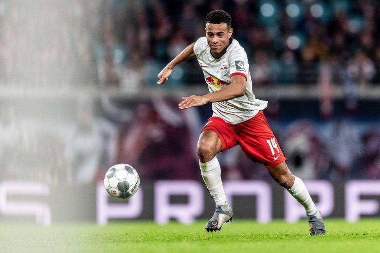Pemain RB Leipzig, Tyler Adams, saat menghadapi Borussia Moenchengladbach.