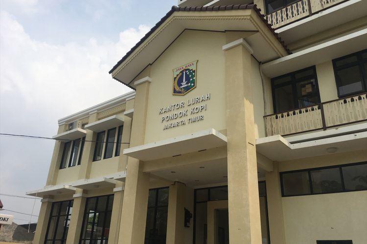 Kantor Kelurahan Pondok Kopi, Jakarta Timur, Senin (23/10/2017).