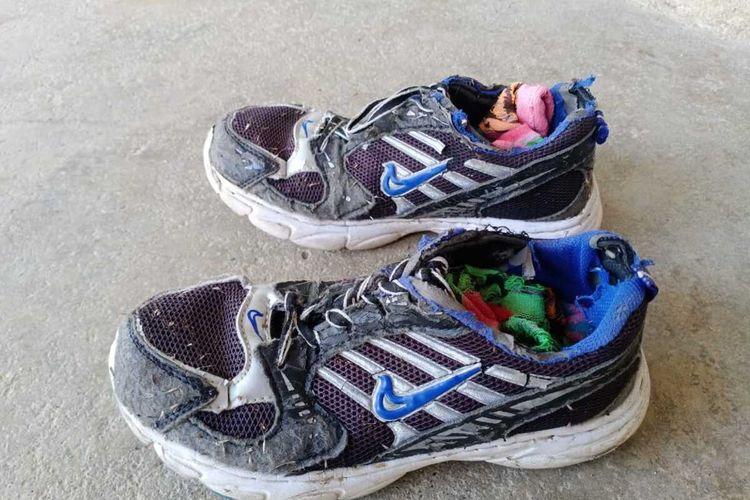 Sepatu yang digunakan Melan, lari Marathon 21  km. Sepatu ini dibelikan ibunya ketika Melan duduk di bangku kelas IV SD, Kamis (30/01/2020)