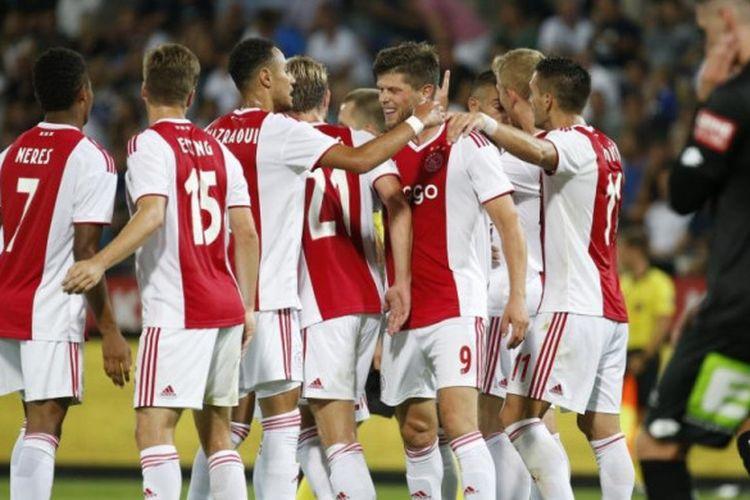 Para pemain Ajax Amsterdam merayakan gol Klaas-Jan Huntelaar ke gawang Sturm Graz dalam partai Liga Champions di Graz, Austria, 1 Agustus 2018.