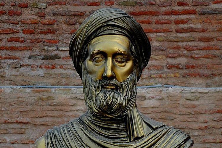 Patung Ibnu Khaldun di pintu masuk Casbah of Bejaia, Aljazair.