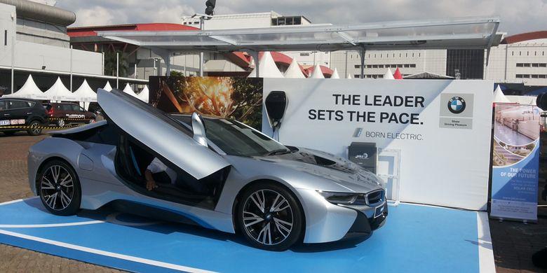 BMW i8 yang dipamerkan oleh BMW Group Indonesia di arena Indonesia International Motor SHow (IIMS) 2018.