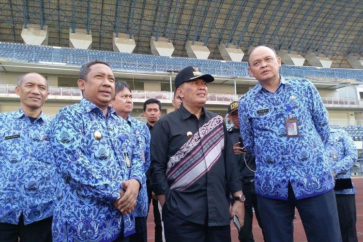 Wali Kota dan Wakil Wali Kota Bandung mengunjungi Stadion Gelora Bandung Lautan Api (GBLA) Gedebage, Rabu (17/7/2019)