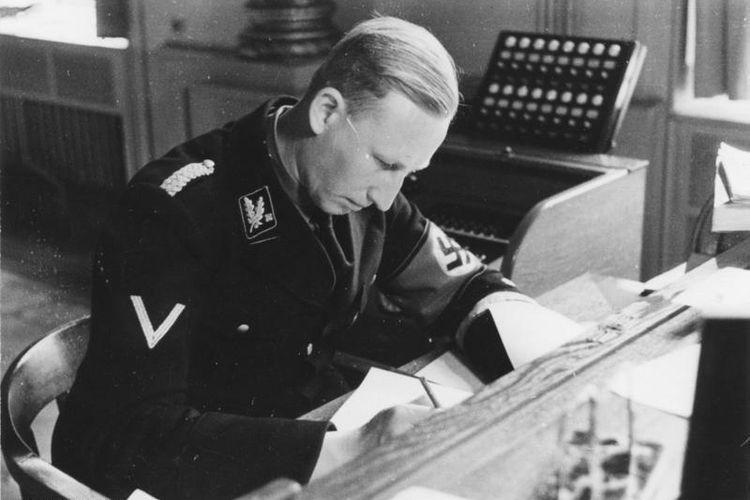 Perwira SS Reinhard Heydrich, pelaksana solusi akhir untuk memusnahkan bangsa Yahudi di Eropa.