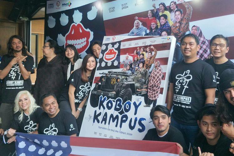 Para pemain film Koboy Kampus dalam peluncuran trailer dan poster film Koboy Kampus di Toepak Bar & Dine, Lot 8, SCBD, Jakarta Selatan, Kamis (4/7/2019).