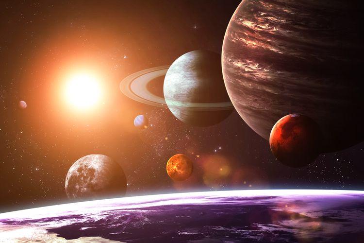 Ilustrasi planet Jupiter adalah objek terbesar kedua di Tata Surya, setelah Matahari. Jupiter sering disebut bintang gagal, karena berdasarkan massa, memiliki kesamaan komposisi dengan Matahari.