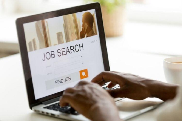 Ilustrasi mencari kerja di situs pencari kerja