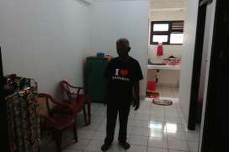 Abdul Rahman Gani (77) warga Bukit Duri, Jakarta Selatan sudah menempati Rusun Rawa Bebek yang baru. Minggu (14/8/2016)