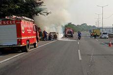 Sebuah Mobil Terbakar di Ruas Tol JORR Kalimalang