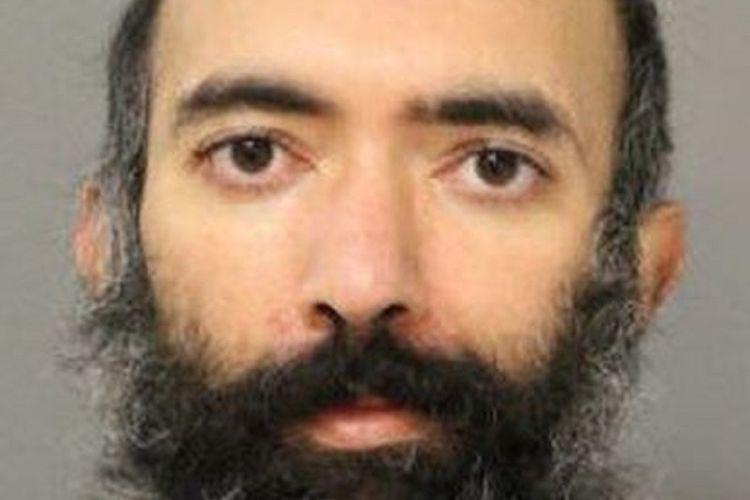 Aditya Singh, seorang pria yang berasal dari Los Angeles, Amerika Serikat. Dia ditangkap di Bandara Chicago pada 16 Januari setelah tinggal di sana dalam tiga bulan terakhir, karena ketakutan kepada Covid-19.