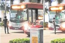 Pria Marah Ini Pukul dan Tendang Bus yang Meninggalkannya