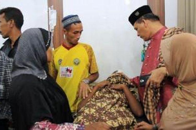 Warga yang terluka akibat ledakan bom rakitan di Lhokseumawe dirawat di RS PT Arun