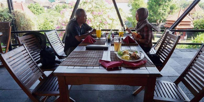 Suasana makan di Restoran Omah Dhuwur, Kotagede, Yogyakarta.