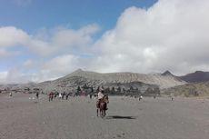 Badai Pasir Terjang Kawasan Lereng Gunung Bromo