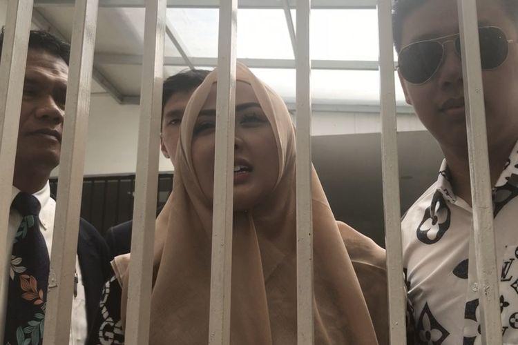 Rey Utami, Pablo Benua dan Rihat Hutabarat, kuasa hukum saat ditemui di Pengadilan Negeri Jakarta Selatan, Senin (20/1/2020).
