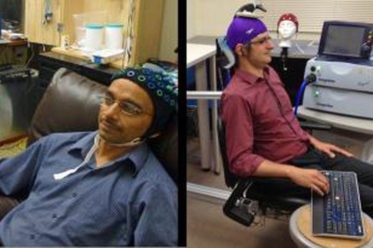 Rajesh Rao (kiri) dan rekannya, Andrea Stocco (kanan) mendemonstrasikan konsep