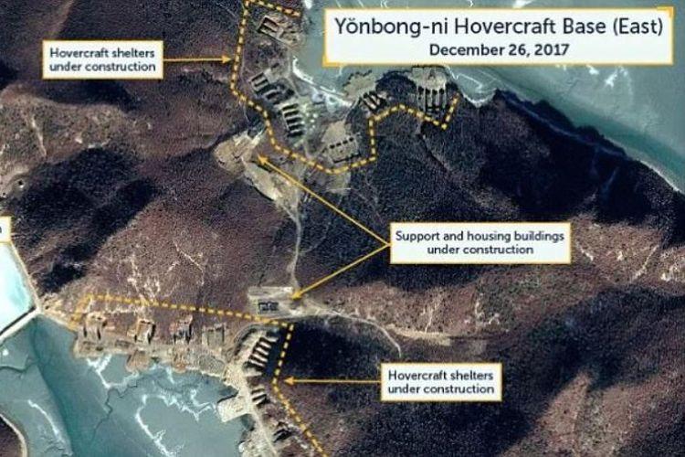 Tampilan foto satelit yang menunjukkan adanya proyek pengerjaan pangkalan militer di pesisir barat Korea Utara yang dekat dengan perbatasan Korea Selatan.