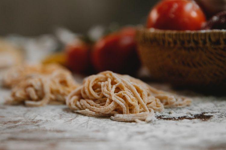 Ilustrasi pasta rumahan dari tepung semolina.