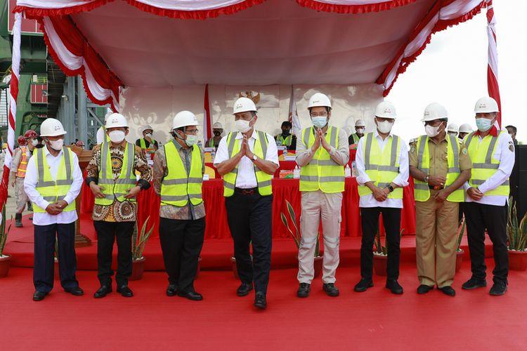 Kunjungan Menteri Koordinator (Menko) Bidang Kemaritiman dan Investasi (Marves) Luhut Binsar Pandjaitan bersama sejumlah menteri Kabinet Indonesia Bersatu ke Kawasan PT Indonesia Weda Bay Industrial Park (IWIP).