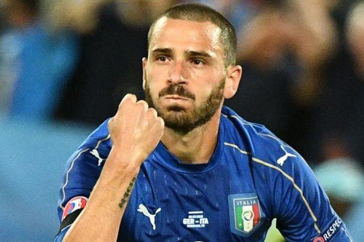 Bek Italia, Leonardo Bonucci, melakukan selebrasi usai mencetak gol ke gawang Jerman, dalam laga babak 16 besar Piala Eropa 2016 di Stade Matmut-Atlantique, Sabtu (2/7/2016) waktu setempat.