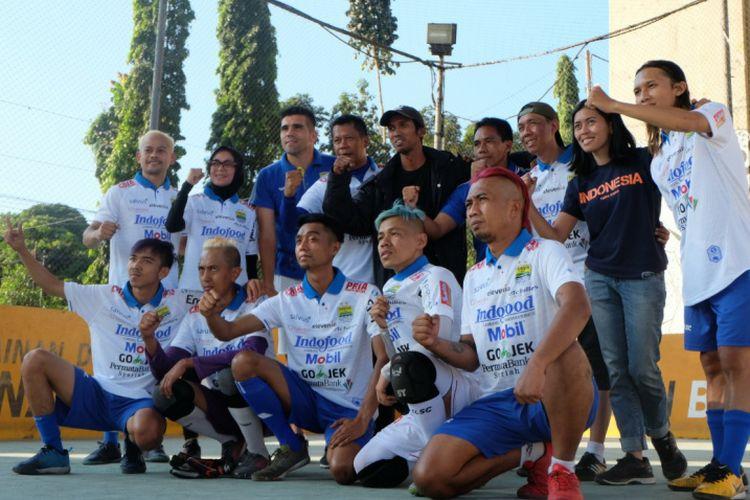 Tim HWC Indonesia berlatih bersama dua perwakilan Persib Bandung dalam sesi latihan di Lapangan Futsal Bawet, Kota Bandung, Selasa (23/7/2019). (KOMPAS.com/SEPTIAN NUGRAHA)