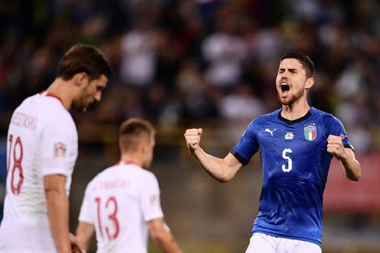 Jorginho merayakan gol Italia ke gawang Bologna pada pertandingan UEFA Nations League di Bologna, 7 September 2018.