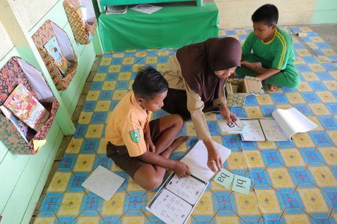 Kisah Warsiah dan 5 Metode Kepala Sekolah Bimbing Siswa Membaca