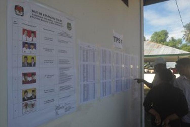 Warga Maluku Utara sangat antusias menggunakan hak pilihnya memilih calon gubernur dan calon wakil gubernur Malut periode 2013-2018, Senin (1/7/2013).