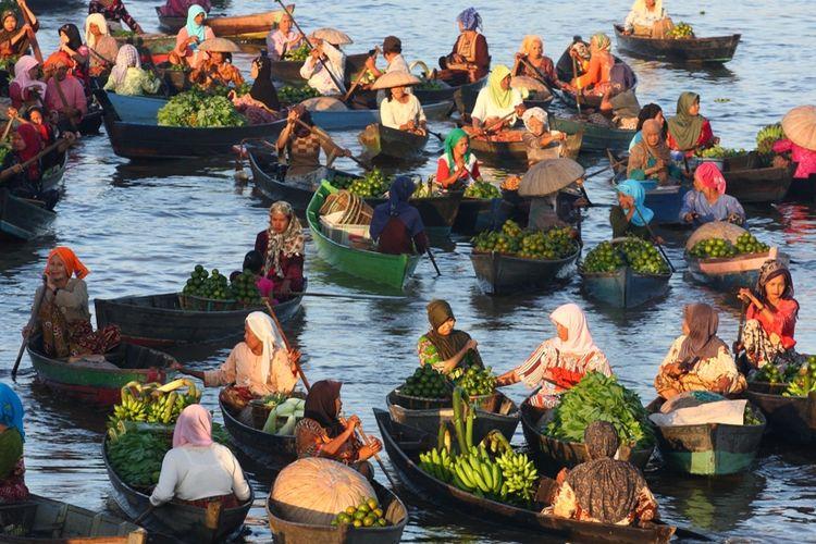 Pasar terapung Lok Baintan.