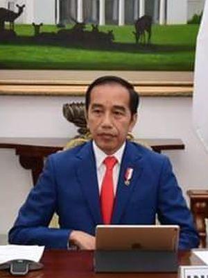 Presiden Joko Widodo mengikuti KTT Luar Biasa G20 secara virtual dari Istana Kepresidenan Bogor, Kamis (26/3/2020) malam. Jokowi didampingi Menteri Luar Negeri Retno Marsudi (kiri) dan Menteri Keuangan Sri Mulyani Indrawati.