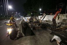 Demo UU Cipta Kerja Rusuh, Separator Busway di Jakarta Pusat Rusak Parah