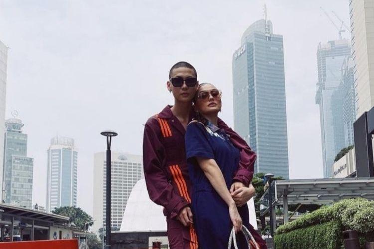 Pasangan selebriti Agnez Mo dan Adam Rosyadi.