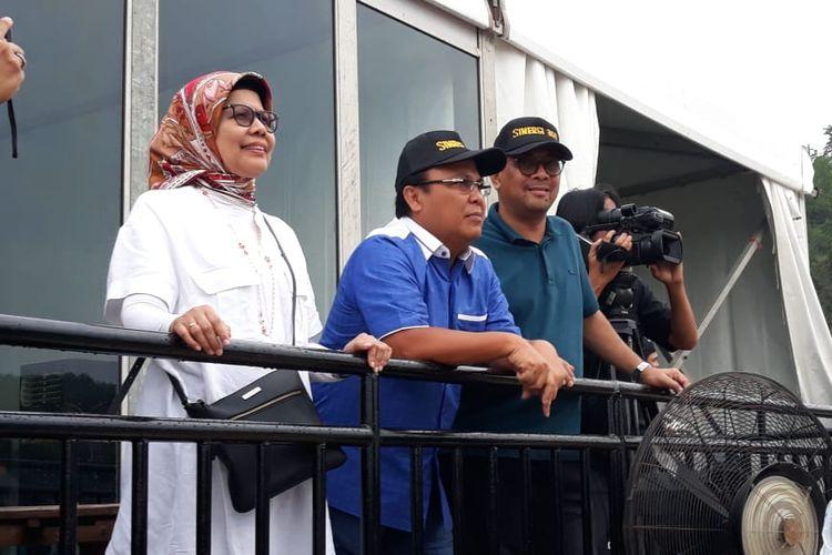 Direktur Utama PT Jasa Marga (Persero) Tbk Desi Arryani dan Direktur Operasi PT Jasa Marga (Persero) Tbk Subakti Syukur menyaksikan penampilan Band GIGI, di Rest Area 360 Tol Batang-Semarang, Sabtu (7/12/2019).