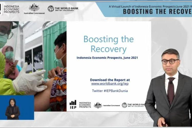 Lead Economist Bank Dunia untuk Indonesia dan Timor Leste, Habib Rab saat memaparkan proyeksi pertumbuhan ekonomi Indonesia tahun 2021 dan 2022 dalam Indonesia Economic Prospects, Kamis (17/6/2021).